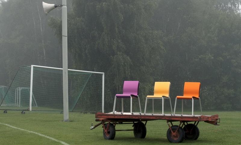 Sting Stuhl farbig eloxiert